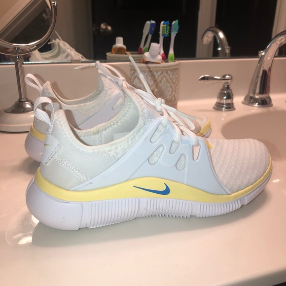 White Womens Nike Acalme